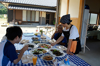 Experience the whole of Setouchi at the Tamura family home -- spring, summer and autumn