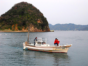 Charter fishing with a fisherman and tour cruising