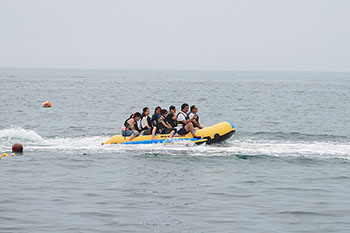 Gogoshima Island Aikogahama  Let's all ride the banana boat! (Gogoshima Island)